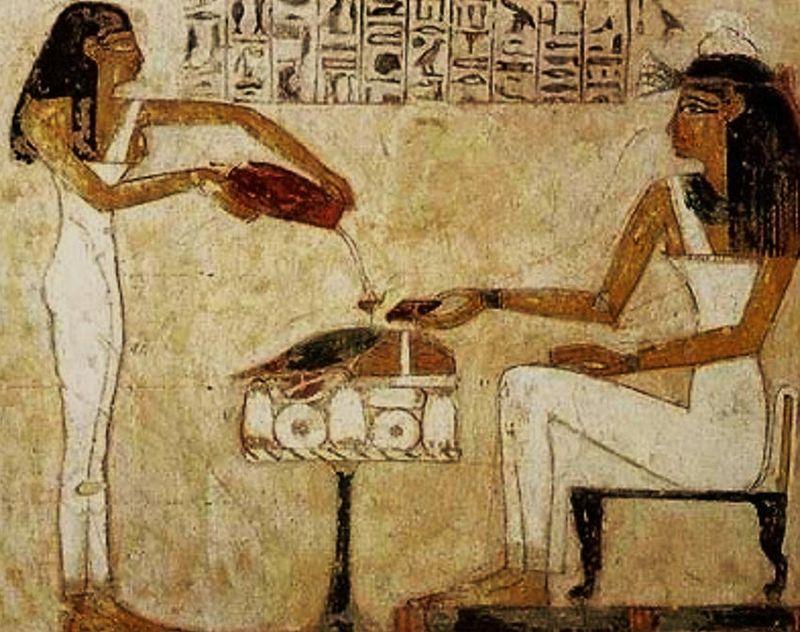 Antičke Egipćanke piju pivo