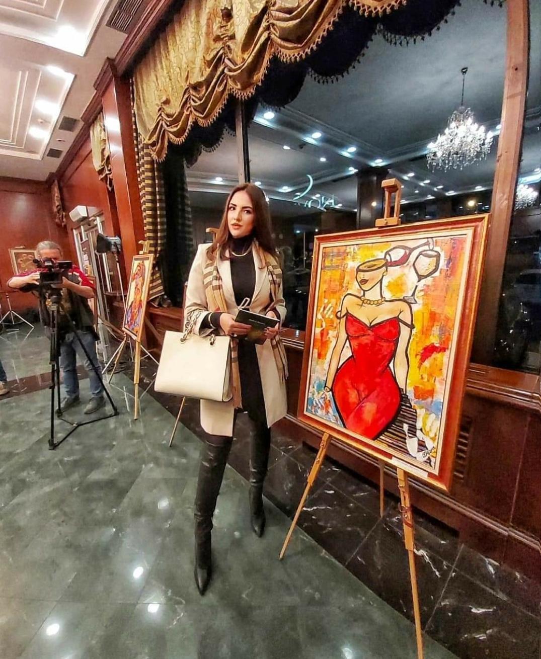 milena ferenčević ispred svoje slike