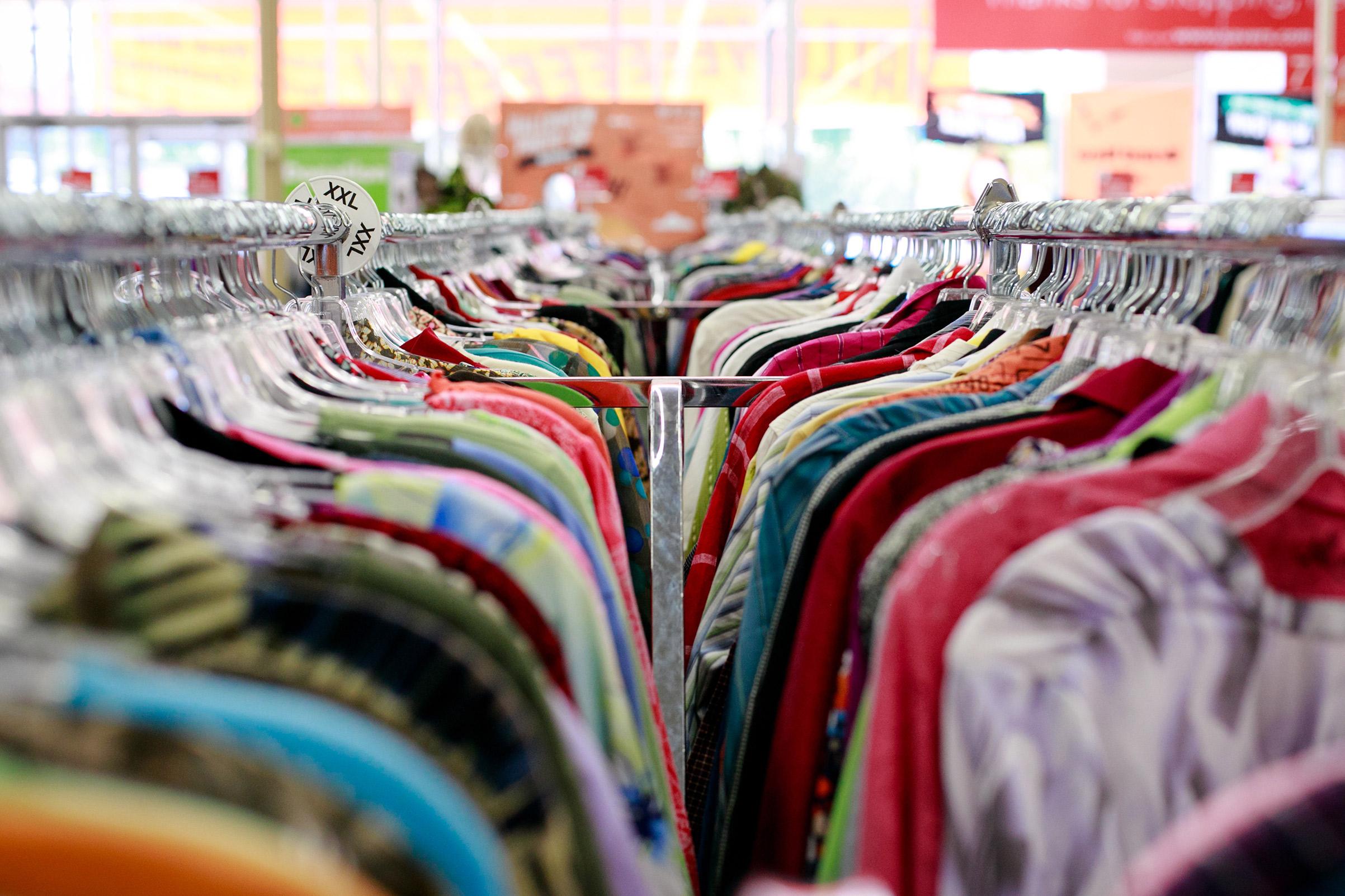 reciklaža materijala, reciklaža, reciklaza materijala, reciklaža tekstila, obnavljanje garderobe, aksesoari, moda, vintage, second hand shop, buvljaci, buvljak, buvlje pijace, stare stvari, polovne stvari, polovna garderoba, polovna obuća, prepravka starig stvari, prepravka garderobe, moda, vintage moda
